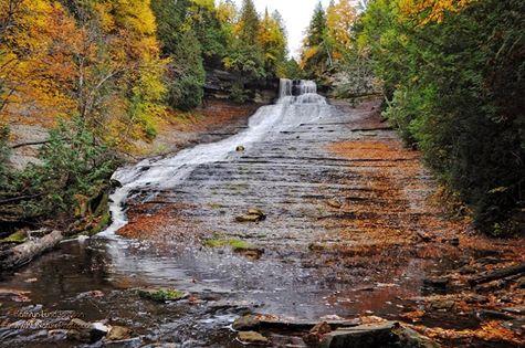 Michigan-waterfalls-laughing-whitefish-falls